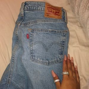 LEVIS VINTAGE MOM STYLE JEANS W28 L30